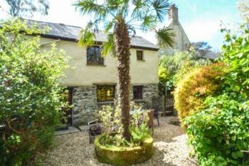Priory Pet-Friendly Cottage, Cornwall, England
