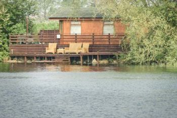Cottage with Hot Tub Access   in East Anglia