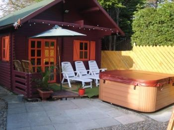 Hedley Lane Log Cabin