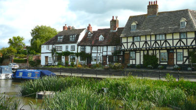 Tewkesbury a great base for cottage holidays in the English Cotswolds