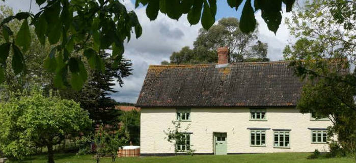 Sleeps 10 Country Cottage